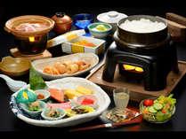 【朝食】炊き立てご飯をメインに新鮮な野菜や優しい味付けの煮物をご用意いたしました。