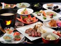 【ゴロゴロ肉味噌鍋】白いスープをまとったジューシーなステーキ。