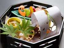 八寸(蟹テリーヌ、サーモン西京漬け柚子味噌掛け、生ほたて塩辛他)