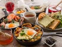 【朝食】日替わりメインプレートと選べるハーフビュッフェ(6:30~10:00)