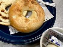 ・チェックイン時に選べる朝食!ヴィーガンの方におすすめのヘルシーなベーグルも選べます