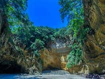 世界ジオサイトとして認定された「龍宮窟」