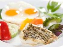 自家産の有精卵の卵や食材を使用したメイン料理は、あなた様のお好きな食材をお選び頂けます。