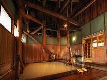 青森ヒバを使用した内湯 日本で一番硫黄の含有量が多い万座温泉の乳白濁の源泉をかけ流しております。