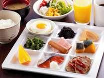 〓40種類の和様バイキング朝食〓地産地消の食材を、料理人が腕を振るった和洋のバイキング