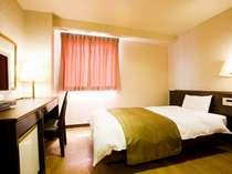 高槻W&Mホテル:シングルの室内です。2名様で1室をご利用いただくことも可能です。