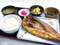 朝食は和・洋で選べます。こちらは和食の写真です。内容は日替わりになります。