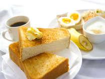 朝食は和・洋で選べます。こちらは洋食の写真です。内容は日替わりになります。