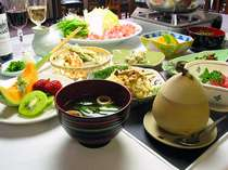 季節の食材を使ったボリューム満点の夕食(一例です)