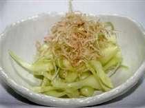 沖縄の名産品(^^♪ 普通のらっきょうと違って細長くしシャキシャキとした食感がとてもイイ感じ!