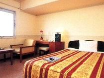 *ダブルルーム(一例)落ち着いた雰囲気のお部屋でお寛ぎ下さい。