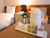 """*客室アメニティ/ご到着後、まずは沖縄名物の""""さんぴん茶""""でお寛ぎ下さい。"""
