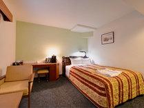 *ダブルルーム(一例)/落ち着いた雰囲気のお部屋でお寛ぎ下さい。