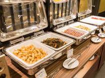 *朝食バイキングでは沖縄料理もお出ししております。
