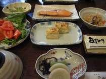地元湯沢で育てた自家製コシヒカリの朝食