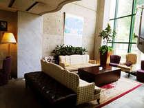 【New☆1Fフロント前ロビー】ロビーの家具を入れ替え少しモダンな印象に。