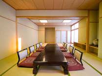 【和室 20畳】はだしでゆったりゴロゴロできるのんびり空間。
