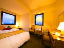 【コーナーダブル】窓が2面ある角部屋。福岡タワー周辺や福岡市郊外の風景を望めます(一部客室)
