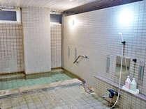 *天然温泉100%の源泉を贅沢に掛け流し。毎日欠かさずの水抜き清掃で上質なお湯を堪能できます。