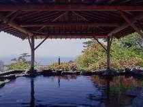殿方露天風呂三河湾を一望できる高台に位置し、海を見下ろす露天風呂が魅力。