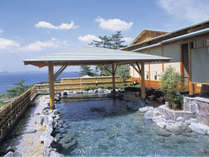 露天風呂(女性)三河湾を一望できる高台に位置し、海を見下ろす露天風呂が魅力。