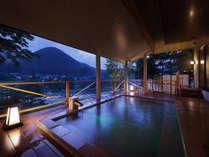 *【露天/夜】日中は周囲の緑や山々を、夜は満点の星空をご覧いただけます。
