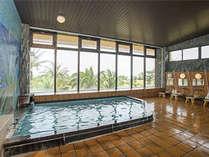 太平洋が一望できる眺めの良い大浴場