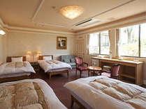 洋室:シングルベッド4つを完備した広い客室