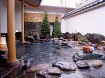 【男女入替制~風色の湯~】露天風呂・内湯が2つずつ、飲泉処が1つで5種類の湯が楽しめる