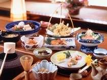 【手作りの家庭料理】自家製野菜・裏山で採取した山菜・川魚など山の幸を存分にお召し上がりください!
