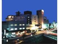 市電「湯の川温泉」駅から徒歩約3分と市内観光に便利な立地。