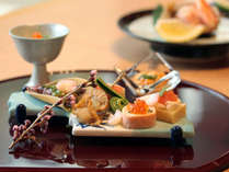 料理長自慢の逸品を盛り込んだ会席料理を「お部屋食」にてお楽しみください♪※料理イメージ
