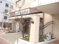 1階には支留比亜珈琲店が併設しているので名古屋モーニングも利用できます(店休日:木曜)