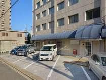 徒歩1分以内に4箇所の平面の駐車場をご用意
