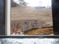 【花夢・花夢 行者の湯】お風呂から吉野の地形を生かしたお庭をご覧いただけます(別料金)