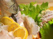 旬の魚介の舟盛は食べ応えあります!