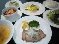 洋食コースプランにつく夕食です。