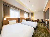 【客室】デラックスツイン(ユニバーサル対応)・部屋広さ…32平米・宿泊人数…1~2名・