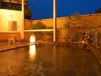 貸切露天風呂・星の湯(繁忙期のみ営業)16:00~22:00終了   屋根なしで開放的 星空が見えます