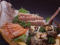 *料理一例(舟盛り/季節により内容が異なる場合がございます)