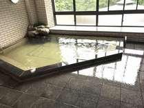 とろりとしている温泉です。「美肌の湯」とも言われています。
