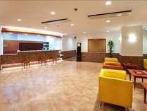 ≪ロビー≫1階フロアにはロビーとフロントカウンターがございます。
