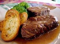 じ~っくり煮込んだ牛肉の赤ワイン煮♪