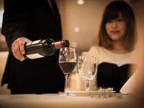 【カップル】料理にワイン