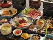 【夕食一例・贅沢プラン】むかわ産の新鮮な食材を活かした四季の味覚に舌鼓。