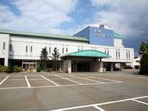 寒河江駅徒歩3分・駐車場完備のホテルシンフォニー本館正面