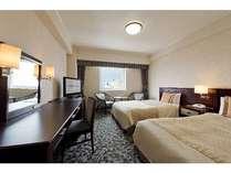 エコノミーツインルーム:22平米、ベッド幅120センチで添い寝も可能です。