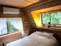 ¨高原別荘分譲地¨の中にある緑、満喫の一戸建「TM棟」2階のSDベッドルーム