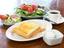 ライトな朝食、トーストセットです。