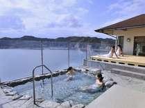 大浴場・露天風呂 海を眼下に望む露天風呂で湯情を満喫